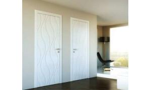 Білі фарбовані двері знову в моді